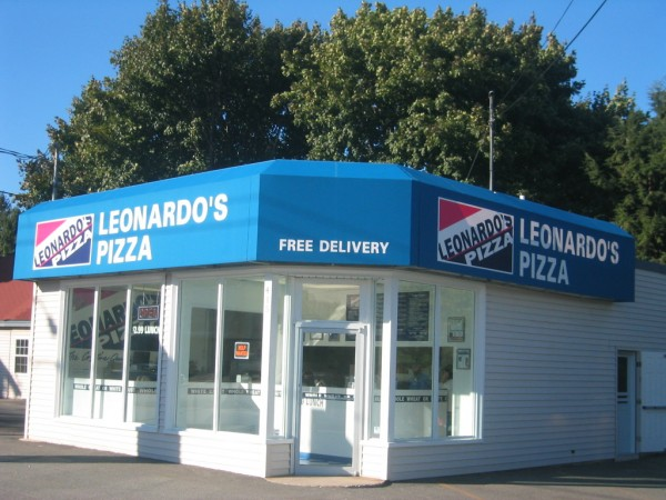 Leonardo's Pizza awning graphics, by Leavitt & Parris