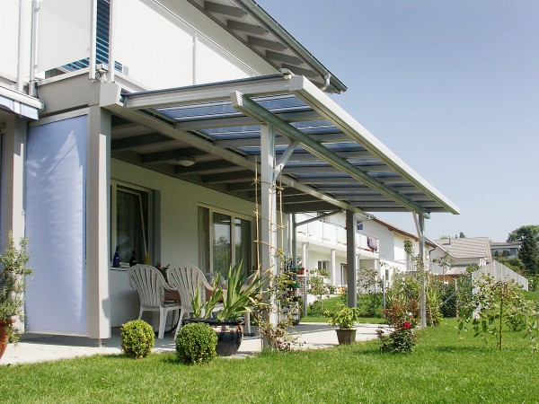 Custom retractable awning from Leavitt & Parris