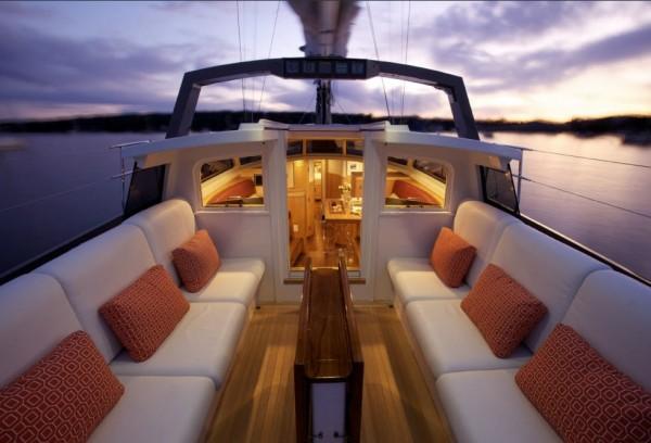 Boat custom fit with Leavitt & Parris marine cushions