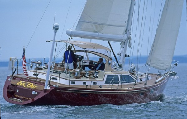 Example of sailboat with Leavitt & Parris marine fabrics